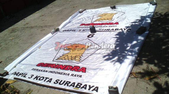 penjemuran bendera caleg partai politik Gerindra