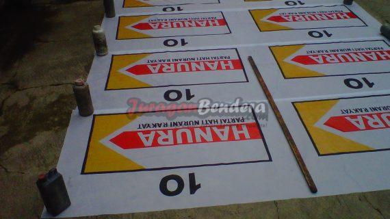 penjemuran bendera caleg partai politik Hanura