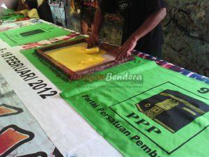 proses cetak bendera partai politik PPP